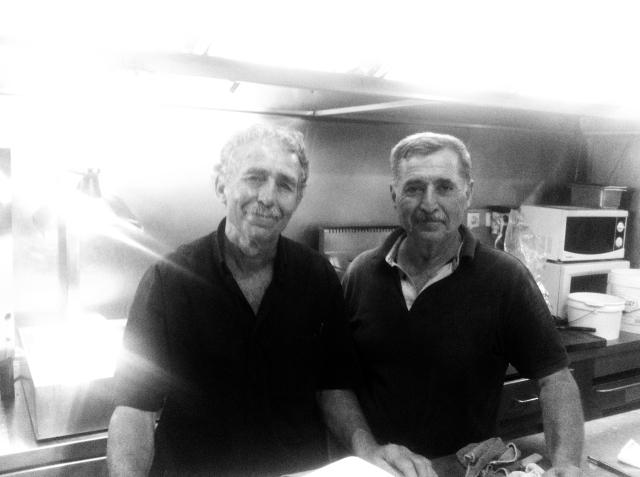 """""""האנשים הטובים פוגשים את האנשים הטובים"""". האחים יורגוס ומנוליס. אגיוס ניקולאס, אוגוסט 2013."""